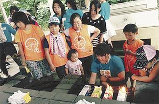 調理を楽しむ参加者たち