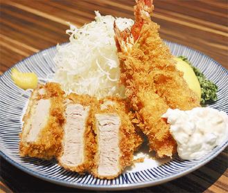 味・ボリュームともに文句なしの人気を誇る「海老ヒレかつ定食」(ご飯・味噌汁・お新香付)
