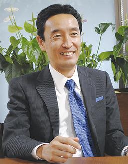 インタビューに応える高橋理事長