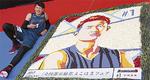出来上がった作品の横で記念撮影をする川村選手