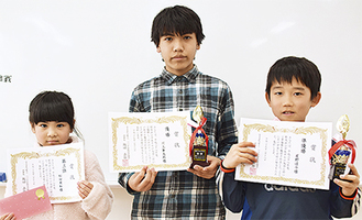 左から松田さん、川上君、屋野君