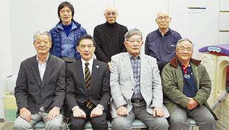 畑澤区長(前列左から二人目)と運営委員