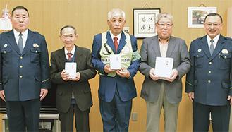 左から阿久津副署長、高田さん、岩崎さん、小泉会長、鑓溝署長