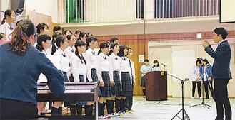 川和中合唱部は「どんなときも。」など3曲を披露