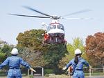 ヘリコプター着陸時、女性団員が誘導