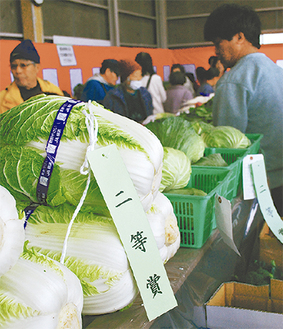 品評会に並べられた農産物