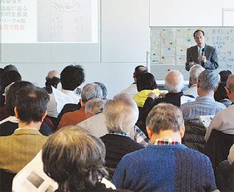 約100人が参加した講演会