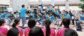 都筑吹奏楽団による迫力ある演奏