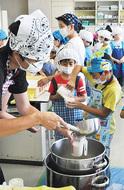 児童が豆腐作り学ぶ