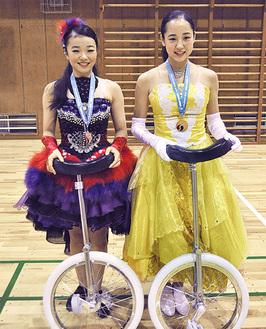 笑顔を見せる芦田さん(右)と山本さん
