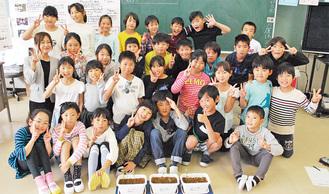 挿し木を前に3年1組の児童と白須教諭(左中段)