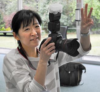 写真を撮る後藤京子さん