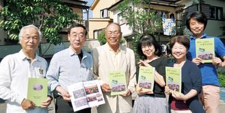 桑原会長(左から3番目)、奈良岡副会長(左から2番目)と役員