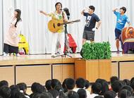 歌と劇で交通安全教室