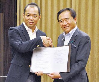 メルカリ小泉社長(左)と黒岩知事