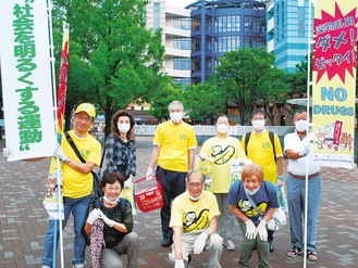 キャンペーンに参加した加藤支部長(前列中央)とメンバー