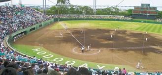 例年、多くのファンが詰めかける保土ケ谷球場