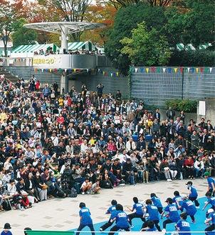 多くの人が集まるセンター南ステージ=過去撮影