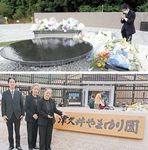 「ともに生きる社会かながわ憲章」を揮毫された金澤翔子さんとお母様の泰子さんともに追悼献花へ(7月26日、相模原市緑区の津久井やまゆり園)