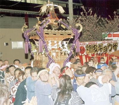 伝統の例大祭 盛大に