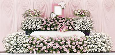 「デザイナーズ花祭壇」が今、人気な理由(わけ)