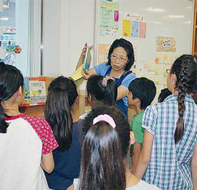 子どもたちが図書館員を体験