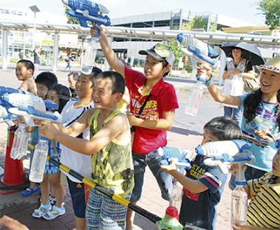 「道の日」イベント約300人が来場