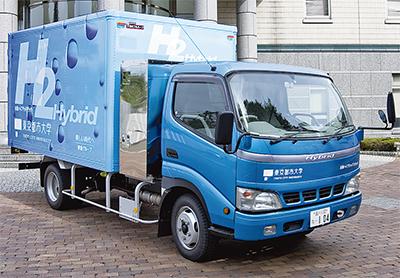 水素トラックで水をお届け