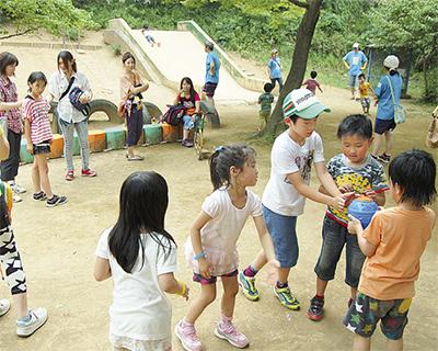 福島の親子32人を招待