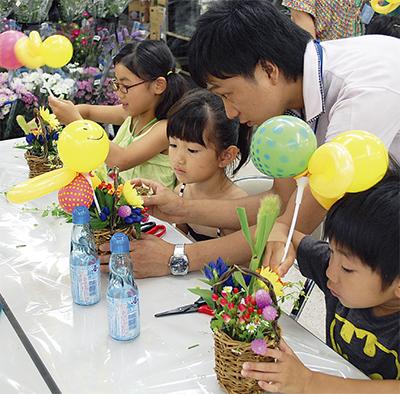 花と風船で作品づくり
