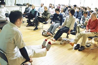 足指体操で転倒予防