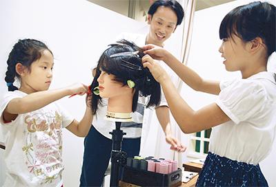 子どもに美容師体験