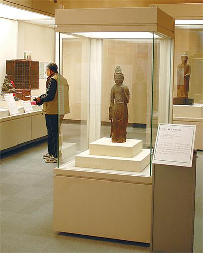 市指定文化財を展示