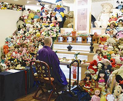 4300体の人形を供養