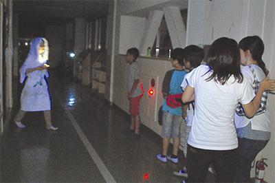 夜の学校でお化け屋敷