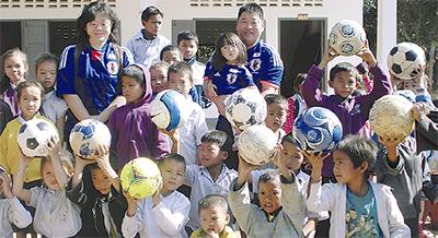 ネパールへボール寄付