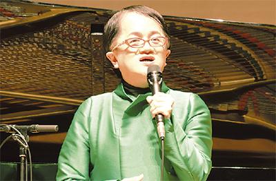 歌手の米良さんも祝福