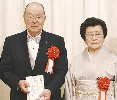 長谷川さん(東方町在住)の表彰祝う