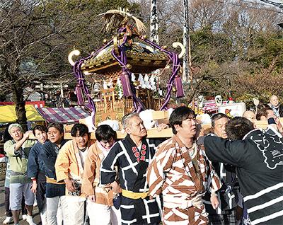折本巡る 伝統の神輿