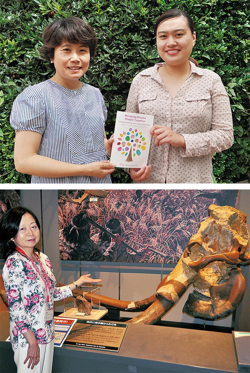 三坂代表(左)と団体メンバーのナビラ リム コンデさん=上写真=、約3万年前のナウマンゾウの複製の前に立つ福原さん