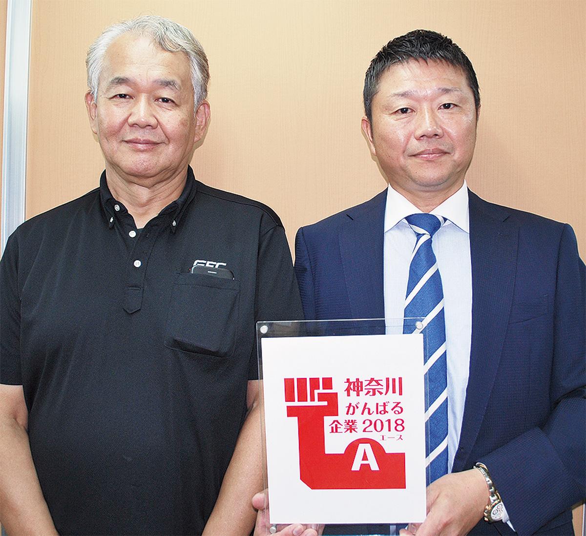 鈴木代表(右)と技術顧問の高塚勝春さん