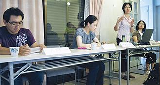 木村さん(=右から2人目)から説明を受ける参加者