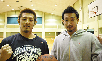 横浜商大高校バスケ部出身の主将・蒲谷選手(右)と、東希望が丘ミニバス出身の山田選手。旭区ゆかりの2選手がチームを引っぱる=11月10日