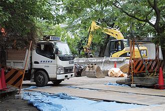 解体工事が進むプール