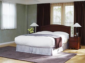 ホテル用のモデルをアレンジした最高級ベッド。最新商品「intimate」も特別価格で提供される。