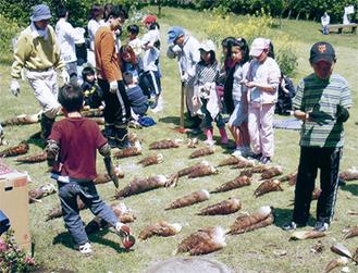 昨年の竹の子掘り祭り=同会提供