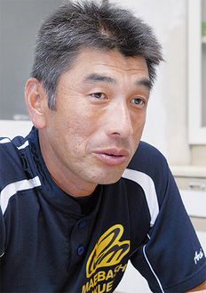 日大藤沢高卒、いすゞ自動車で13年間プレー。日藤監督3年の後、前橋育英のコーチ3年を経て02年から監督。同校事務職員