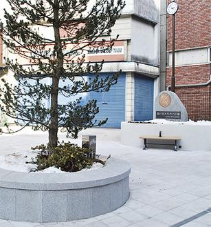 新しくなった「鶴ヶ峰まちかど広場」