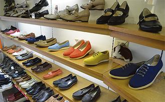 おしゃれで履きやすい靴が並ぶ