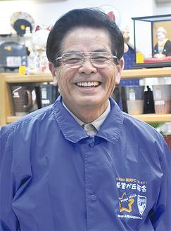 「丸徳」の店内で笑顔の森川さん